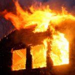 O femeie a fost salvata dintr-un incendiu puternic, la o locuinta in localitatea Ianosda