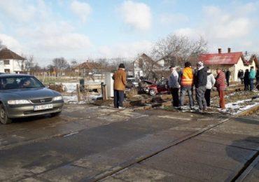 Accident mortal in Osorhei, dupa ce un autoturism a intrat sub un tren