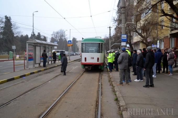 Un barbat din Oradea a sfarsit sub rotile unui tramvai