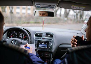 Pericol public! Oradean prins de politisti conducand fara permis..cu repetitie