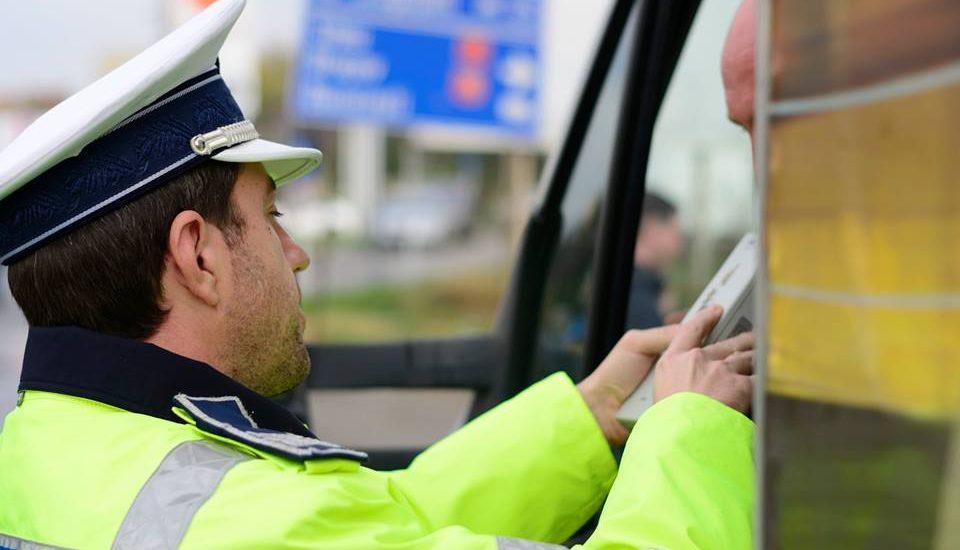 Actiunea TRUCK&BUS! Politistii bihoreni desfasoara o ampla actiune de control asupra autobuzelor si microbuzelor, in aceste zile