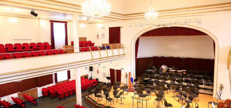 Consiliul Judetean Bihor anunta ca a demarat procedurile de licitatie pentru reparatiile la fatada cladirii Filarmonicii din Oradea