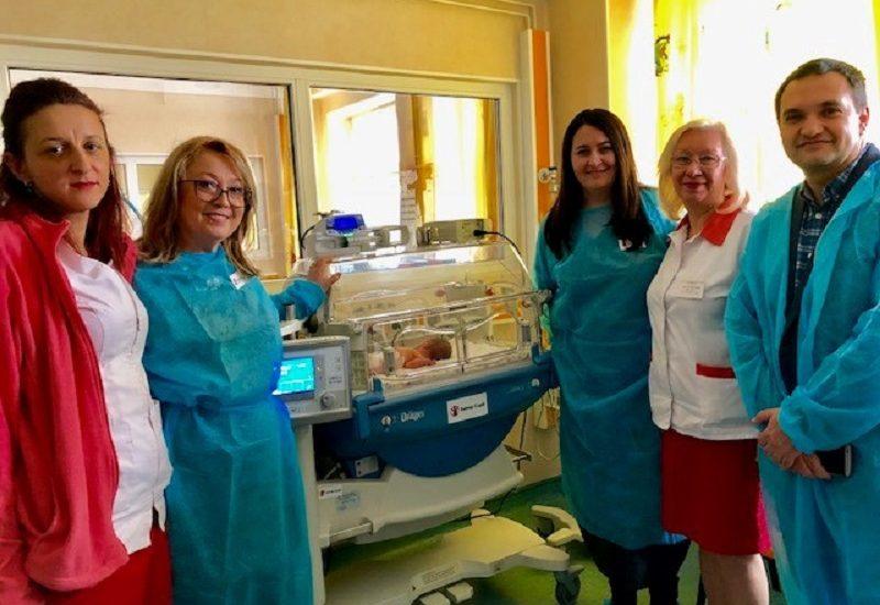 Organizația Salvați Copiii România a dotat secția de terapie intensivă de la maternitatea din Oradea