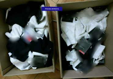 Peste 400 de obiecte de imbracaminte contrafacuta, descoperite la un oradean in locuinta (FOTO)