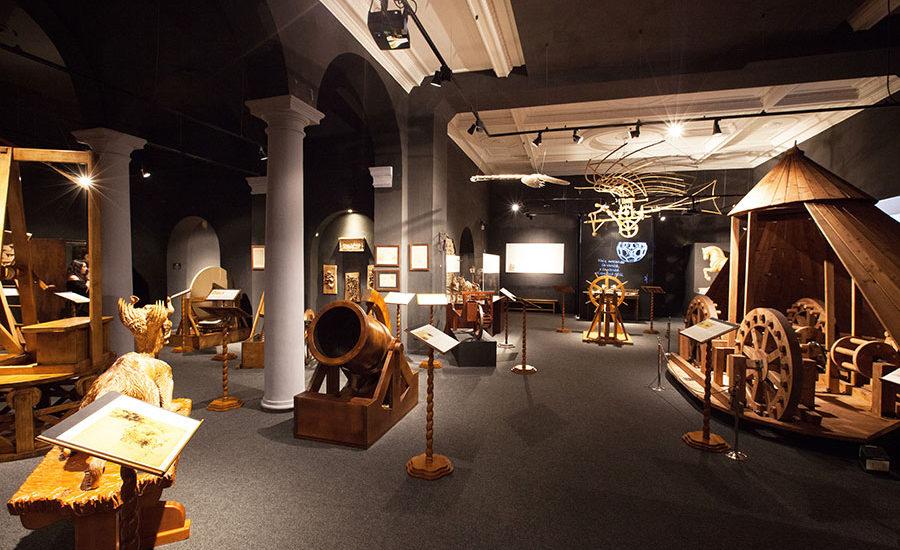 """Sambata se deschide expozitia  """"Maşinile"""" lui Leonardo da Vinci la Muzeul Tarii Crisurilor"""