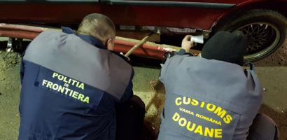 Tutun ascuns sub scaunul unei masini, descoperit in Vama Salonta