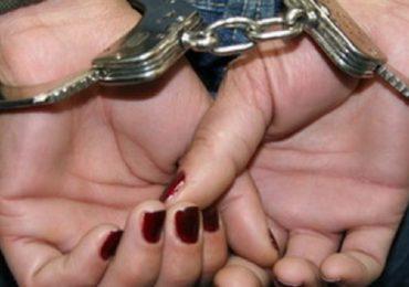 O femeie care a furat un telefon mobil de pe tejgheaua unui magazin, a fost retinuta de politistii oradeni