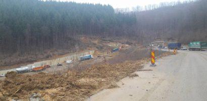 ATENTIE! DN76 a fost inchis in urma unor alunecari de teren intre Varfuri si Cristiorul de Jos