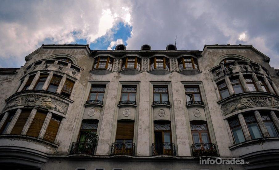 Continua reabilitarea fatadelor cladirilor din centrul istoric al Oradiei