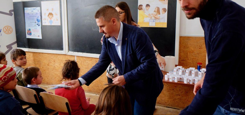 """Rotary Club Oradea 1113 lansează proiectul """"Mâini curate, copii sănătoși"""""""
