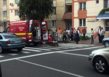 Femeie lovita pe o trecere de pietoni, din Calea Aradului, si proiectata intr-un alt autoturism care stationa