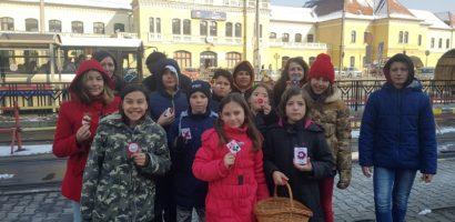 Copiii de la Centrul de zi au oferit trecatorilor, martisoare confectionate chiar de ei