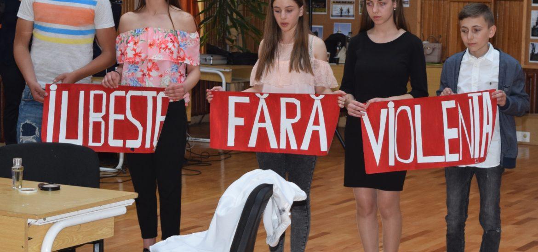 """Mesaje emoționante antiviolență, transmise de elevii bihoreni la concursul """"Şcoala fără violenţă""""."""