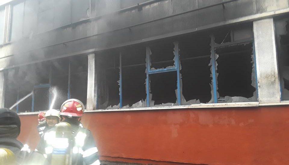 Ce s-a intamplat si ce a ars, de fapt, in incendiul de ieri de la UAMT Oradea (FOTO – ISU Crisana)