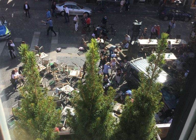 UPDATE! Atac terorist in Germania, cel 3 morti si 30 de raniti dupa ce un camion a intrat intr-un grup de oameni