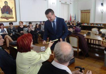 Oradea isi respecta batranii! 33 de cupluri care au sarbatorit Nunta de Aur, au primit diplome de fidelitate si un premiu în bani în cuantum de 500 lei (FOTO)
