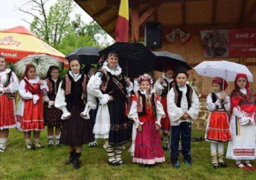 """Traditii bihorene. Festivalul """"Oul de Paști"""" de la Drăgoteni 2018"""