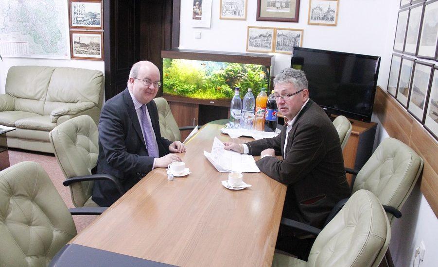 Ambasadorul Marii Britanii va face lobby pentru ca Oradea sa aiba, permanent, cursa aeriana spre Londra