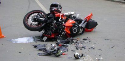 Motociclist ranit grav pe DN79, dupa ce bratul unui utilaj s-a desprins si l-a izbit in piept