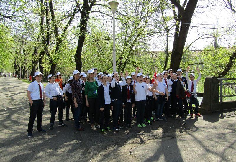 70 de oradeni implicati intr-o actiune de curatare a malului Crisului Repede