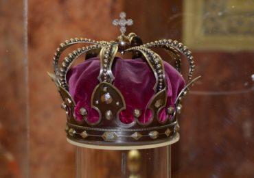 Trei zile de expozitie in care oradenii pot viziona mantia, sceptrul și coroana de oțel a Regelui Ferdinand