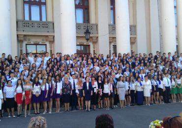 """Festivitate de absolvire la """"Eminescu"""" (GALERIE FOTO)"""