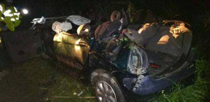 Cinci persoane au murit si un copil de 8 ani a fost ranit, intr-un accident grav, petrecut azi noapte
