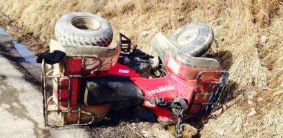 Un barbat din Grosi, judetul Bihor, a ajuns la spital, dupa ce s-a rasturnat cu ATV-ul pe sosea
