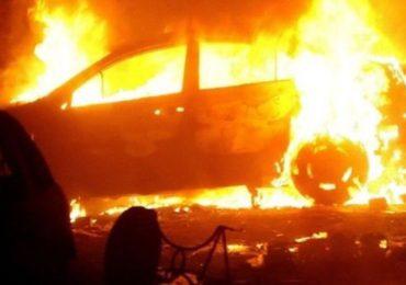 Masini incendiate din cauza unui scurtcircuit, in Oradea si Uileacu de Cris