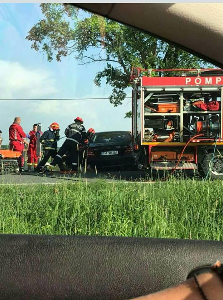 descarcerare accident DN79 gepiu Mercedes