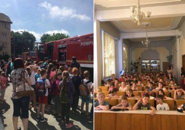 Peste 1.500 de copii invatati, de pompierii oradeni, sa pretuiasca viata (GALERIE FOTO)