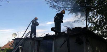 Incendiu puternic la o locuinta in localitatea Misca, proprietarul a pierdut aproape tot