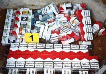 Aproape 3000 de pachete de tigari fara documente, ascunse intr-un automobil in Vama Bors