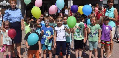 Sute de copii au sărbătorit alături de poliţiştii bihoreni  Ziua de 1 Iunie (FOTO)