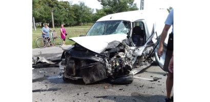 Accident grav in Santion. Un tanar de 22 de ani din Oradea a intrat cu dubita sub un TIR