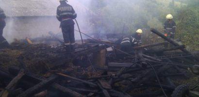 Incendiu provocat de un copil a devastat o gospodarie in localitatea Sitani din judetul Bihor