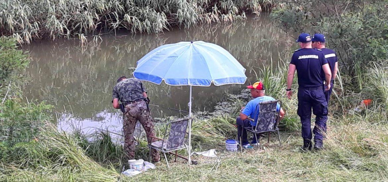 Razie a jandarmilor bihoreni in zonele de pescuit cunoscute din judet, pentru combatarea braconajului