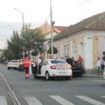 Accident la intersecția Bulevardului Decebal cu strada Tudor Vladimirescu. Doi barbati au ajuns la spital
