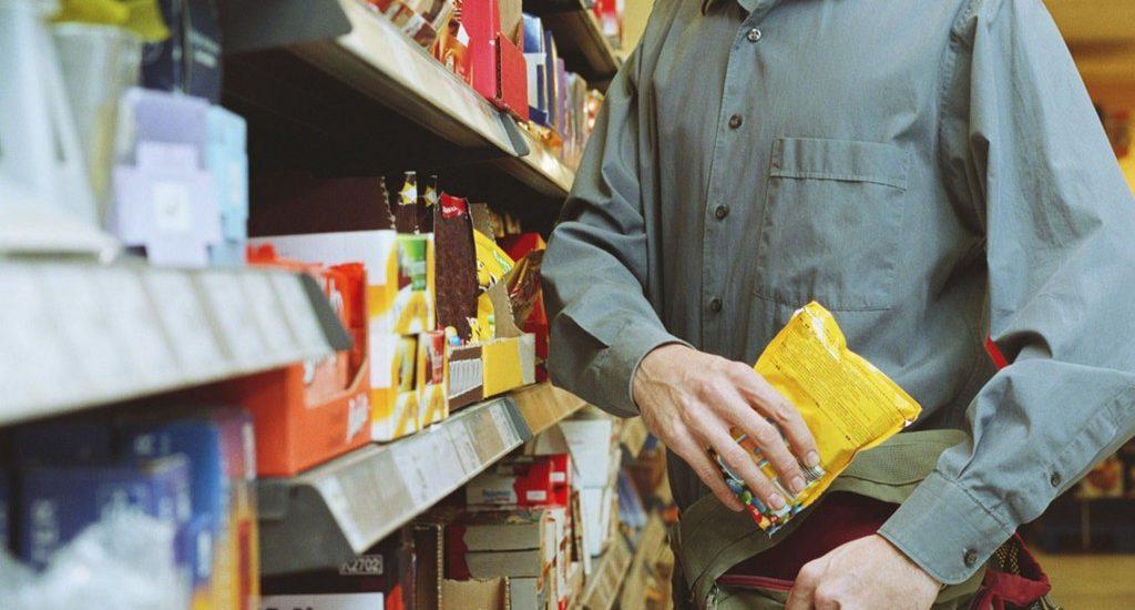 Un oradean a fost surprins de jandarmi dupa ce a furat 34 de ciocolate dintr-un magazin