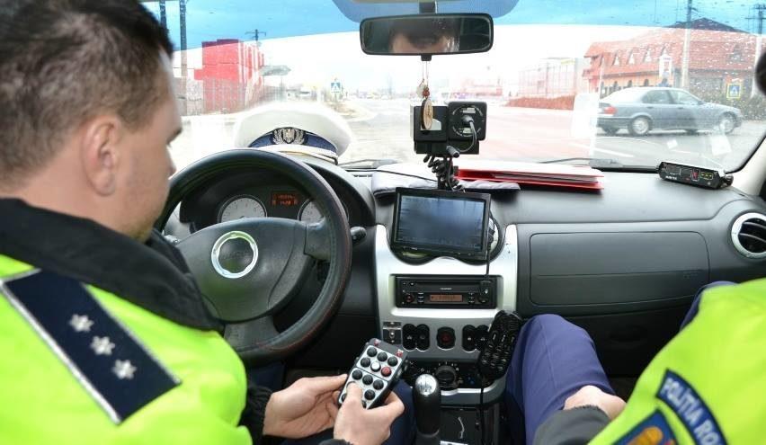 Un tanar vitezoman din judetul Bihor, surprins de radar cu 108 km/h in localitatea Topa de Cris, a ramas fara carnet