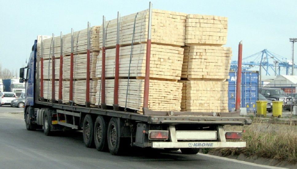 Societate comerciala din Oradea amendata de politisti pentru un transport ilegal a 50 mc de cherestea