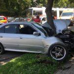 Accident grav langa gara. Doua femei au ajuns la spital, dupa ce masina in care se aflau a intrat intr-un copac