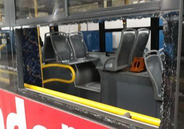 Autobuz vandalizat de rromi, in urma unui scandal provocat de ei