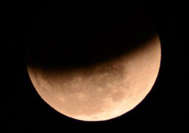 LIVE. Cea mai lunga eclipsa de luna din secolul XXI