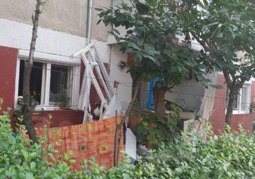 Explozie la un apartament de pe strada Bumbacului din Oradea. Doua persoane ranite (FOTO/VIDEO)