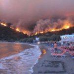 Catastrofa in Grecia. Peste 60 de oameni au murit in incendiul care a cuprins Regiunea Attica. 26 au fost gasiti arsi in masinile lor
