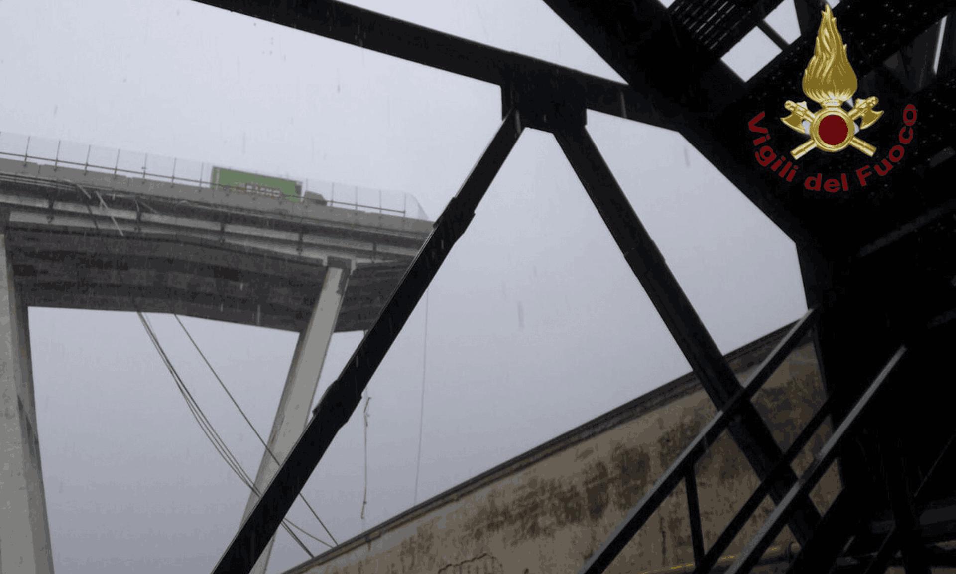 Tragedie Genova viaduct prabusit