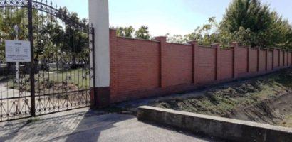 "Gard nou de 2,5 m, din caramida, la Cimitirul Municipal ""Rulikowski"""