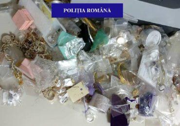 Sute de bijuterii din aur și argint și mii de produse de îmbrăcăminte și încălțăminte second hand, confiscate de la un orădean bănuit de evaziune fiscală