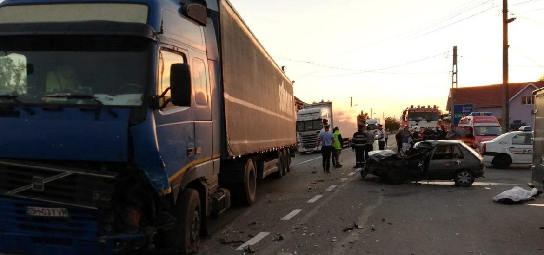 Accident mortal in Borod. Un tanar de 24 de ani din Cherechiu a sfarsit dupa ce masina pe care o conducea a fost izbita frontal de un TIR